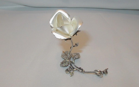 IN PURE SILVER FLOWERS